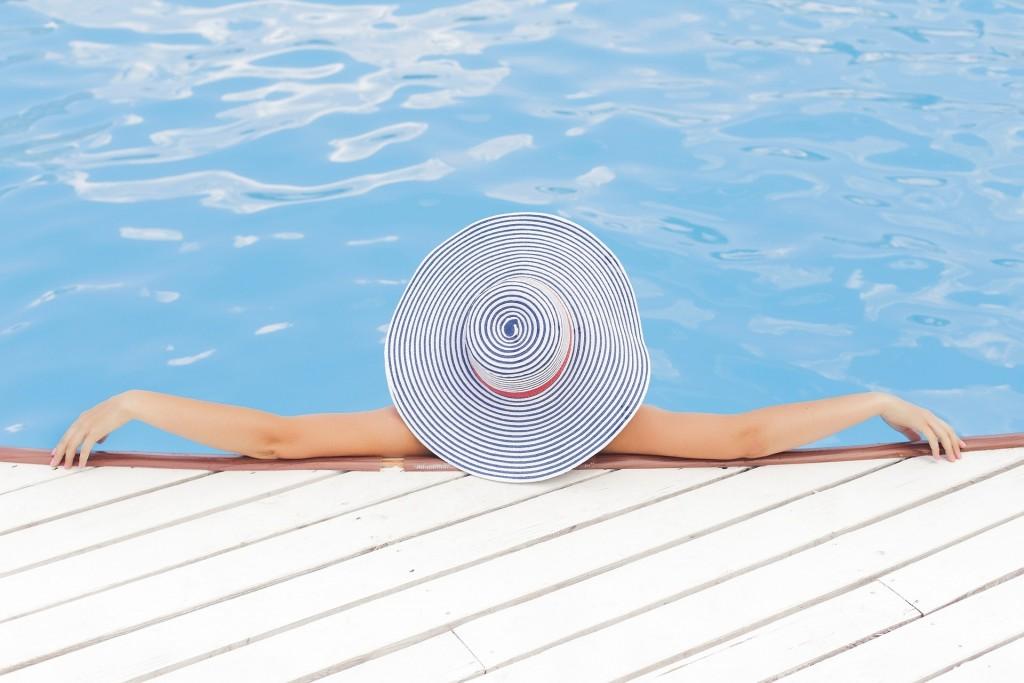 pool-690034_1920