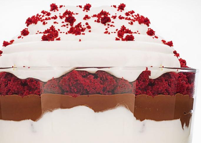 landscape-1447702457-1215-ghk-red-velvet-holiday-trifle