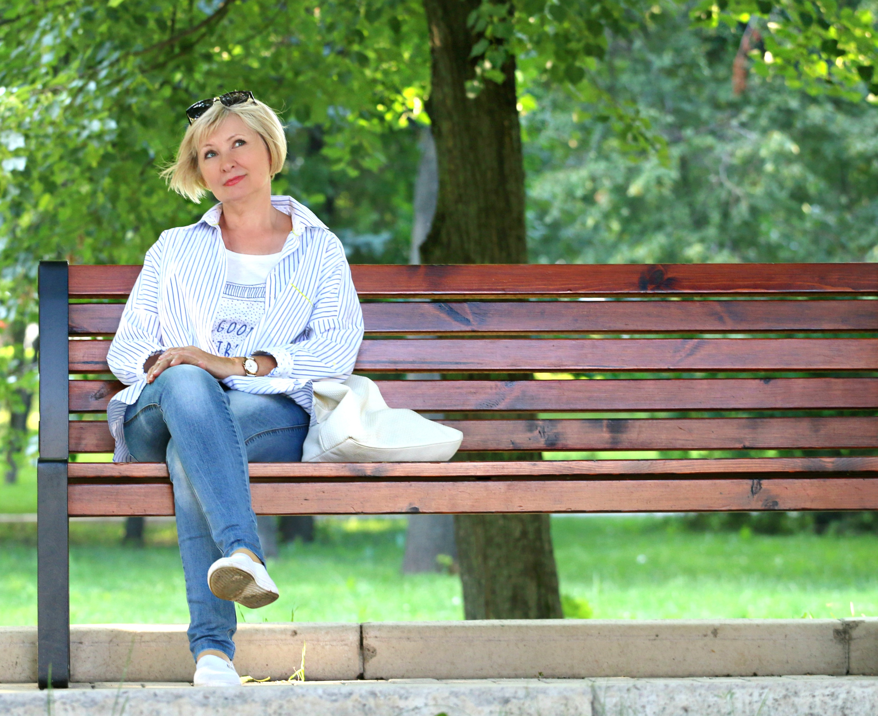 woman-bench-stand-by-blonde-157622
